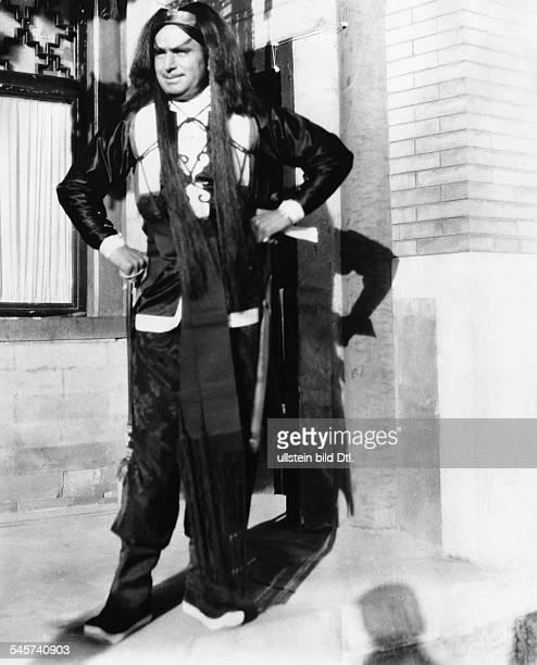 """Douglas Fairbanks *23.05.1883 -+Schauspieler, Filmschauspieler, Stummfilmschauspieler, Regisseur, Produzent, Drehbuchautor; USAin dem Film """"In 80..."""