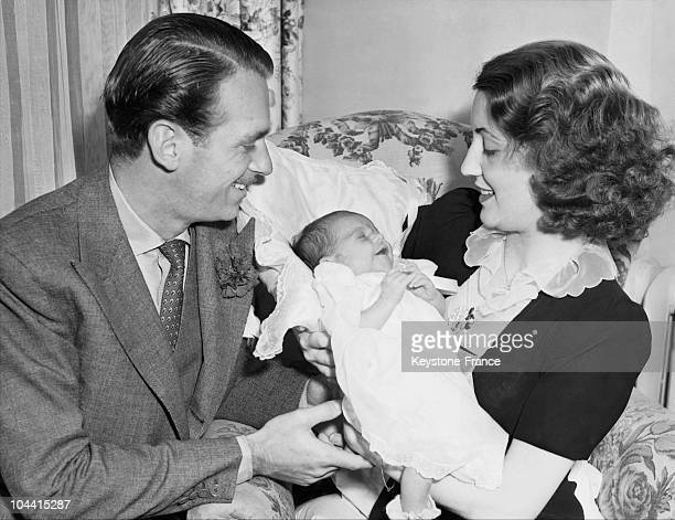 Douglas FAIRBANKS junior and his wife Mary Lee EPPLING HARTFORD with their baby daughter Daphne as they prepared to leave the Good Samaritan Hospital...