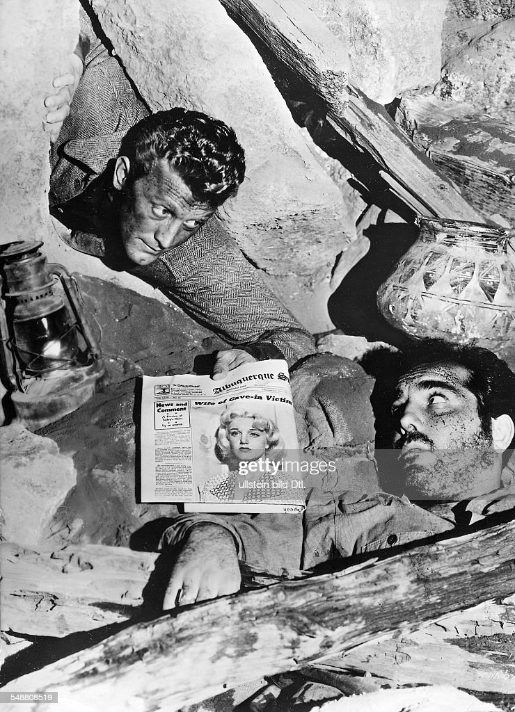 Douglas, Kirk - Actor, USA - *09.12.1916- Scene from the movie 'Ace in the Hole'' Directed by: Billy Wilder USA 1951 Produced by: Paramount Pictures Vintage property of ullstein bild : News Photo
