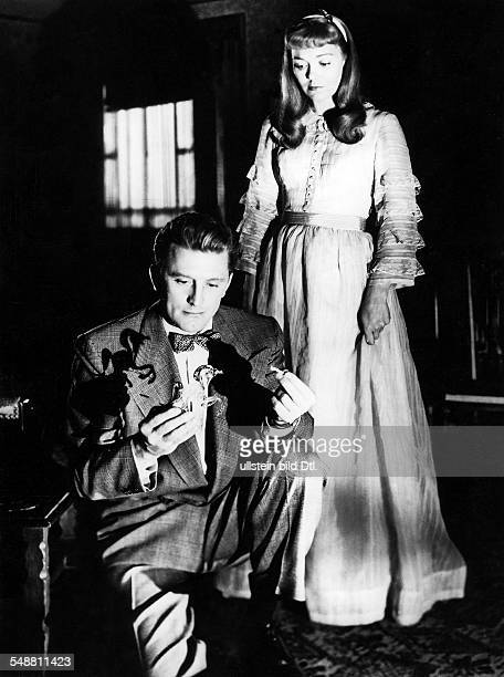 Douglas, Kirk - Actor, USA - *- Scene from the movie 'The Glass Menagerie'' - with Jane Wyman Directed by: Irving Rapper USA 1950 Produced by:...