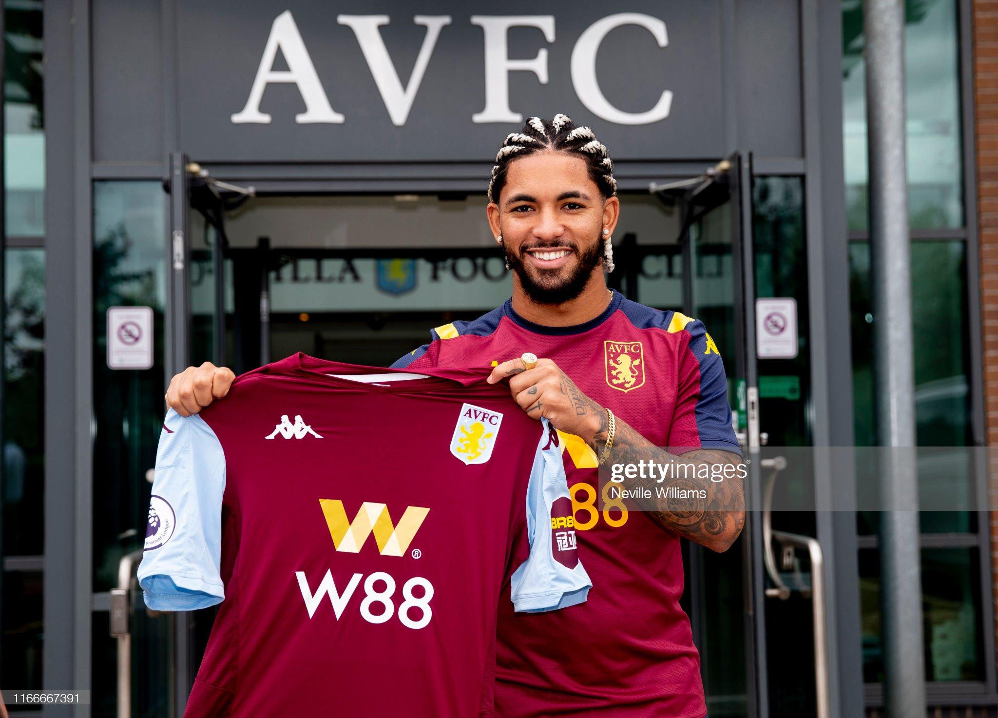 New Signing Douglas Luiz' First Day at Aston Villa : ニュース写真