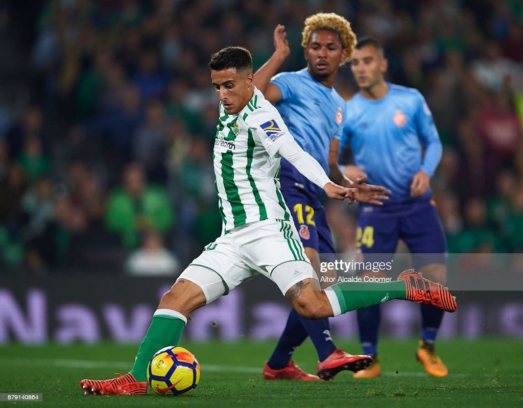 Douglas Luiz of Girona CF (L) competes for the ball with Cristian Tello of Real Betis Balompie (R) during the La Liga match between Real Betis and Girona at Estadio Benito Villamarin on November 25, 2017 in Seville, .