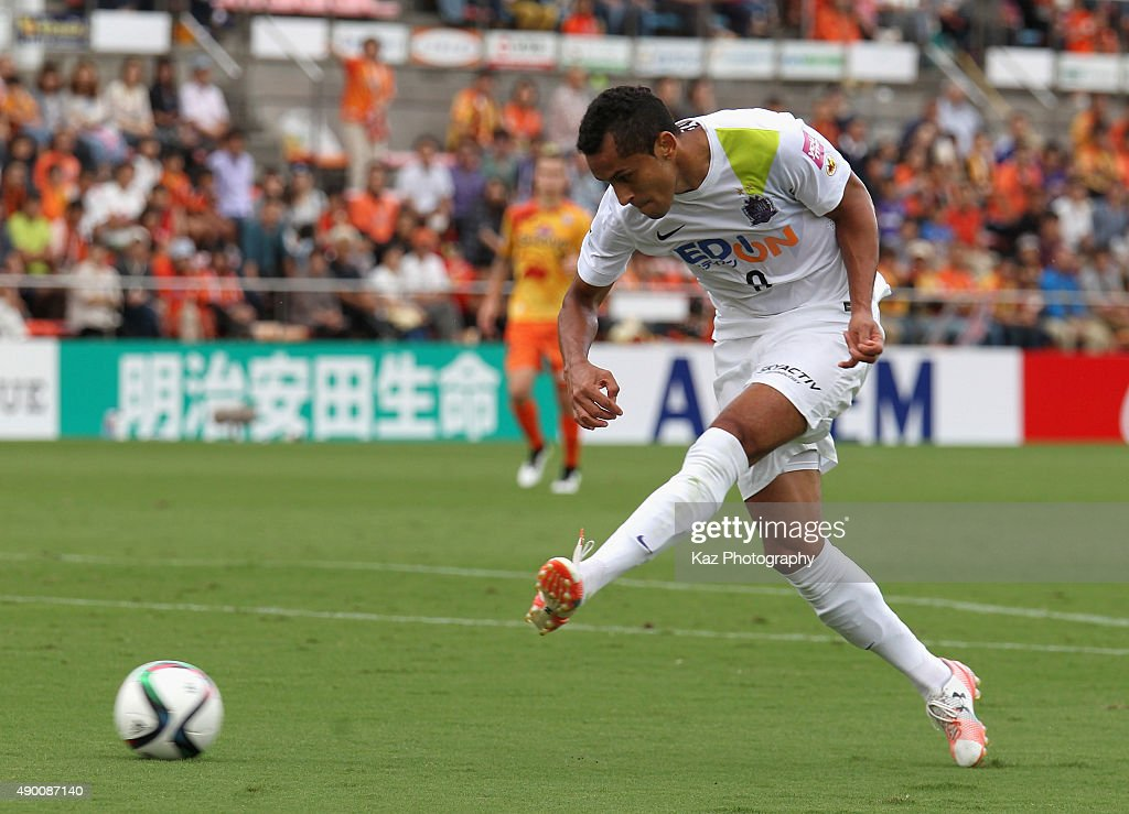 Shimizu S-Pulse v Sanfrecce Hiroshima - J.League : ニュース写真