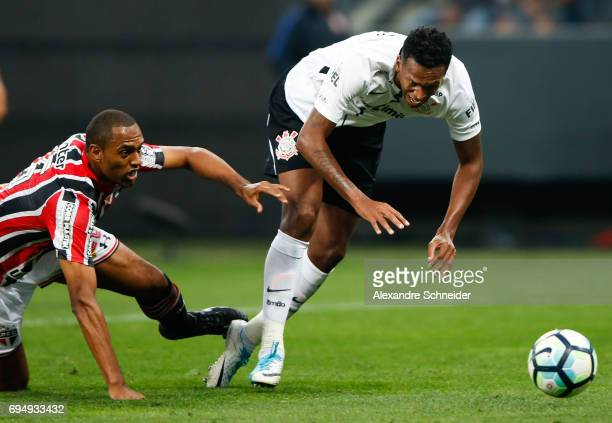 Douglas of Sao Paulo and Jo of Corinthians in action during the match between Corinthians and Sao Paulo for the Brasileirao Series A 2017 at Arena...