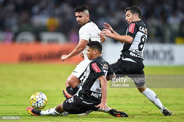 Douglas Santos and Leandro Donizete of Atletico MG and Guilherme of Corinthians battle for the ball during a match between Atletico MG and...