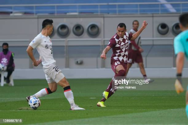 Douglass of Vissel Kobe crosses the ball during the AFC Champions League Round of 16 match between Vissel Kobe and Shanghai SIPG at the Khalifa...