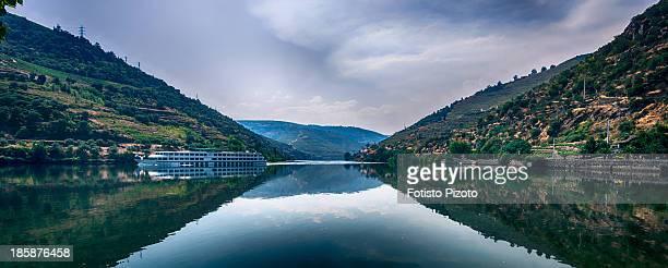 douro valley - douro river stock-fotos und bilder