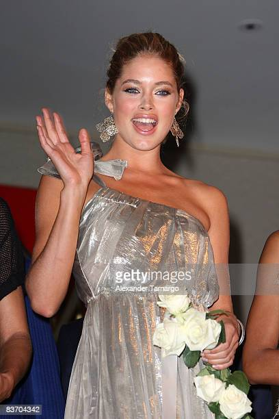 Doutzen Kroes arrives for the grand opening of Fontainebleau Miami Beach on November 14 2008 in Miami Beach Florida