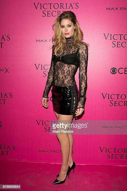Doutzen Kroes attends '2016 Victoria's Secret Fashion Show' Pink carpet photocall at Le Grand Palais on November 30 2016 in Paris France