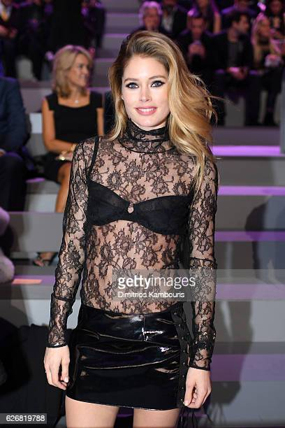 Doutzen Kroes attends the 2016 Victoria's Secret Fashion Show on November 30 2016 in Paris France