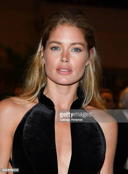 Doutzen Kroes attends the opening gala dinner during the annual 69th Cannes Film Festival at Palais des Festivals on May 11 2016 in Cannes France