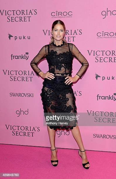 Doutzen Kroes attends the pink carpet of the 2014 Victoria's Secret Fashion Show on December 2 2014 in London England