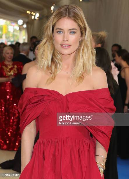 Doutzen Kroes attends the 'Rei Kawakubo/Comme des Garcons Art Of The InBetween' Costume Institute Gala at Metropolitan Museum of Art on May 1 2017 in...