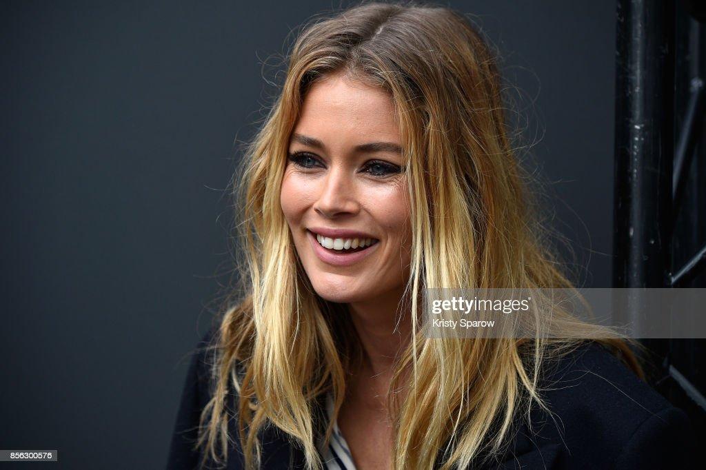 Le Defile L'Oreal Paris Backstage - Paris Fashion Week Womenswear Spring/Summer 2018