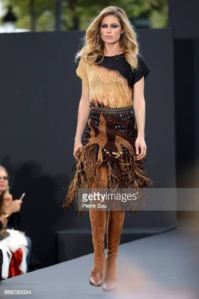 Doutzen Kroes the runway during the Le Defile L'Oreal Paris show as part of the Paris Fashion Week Womenswear Spring/Summer 2018 on October 1 2017 in...