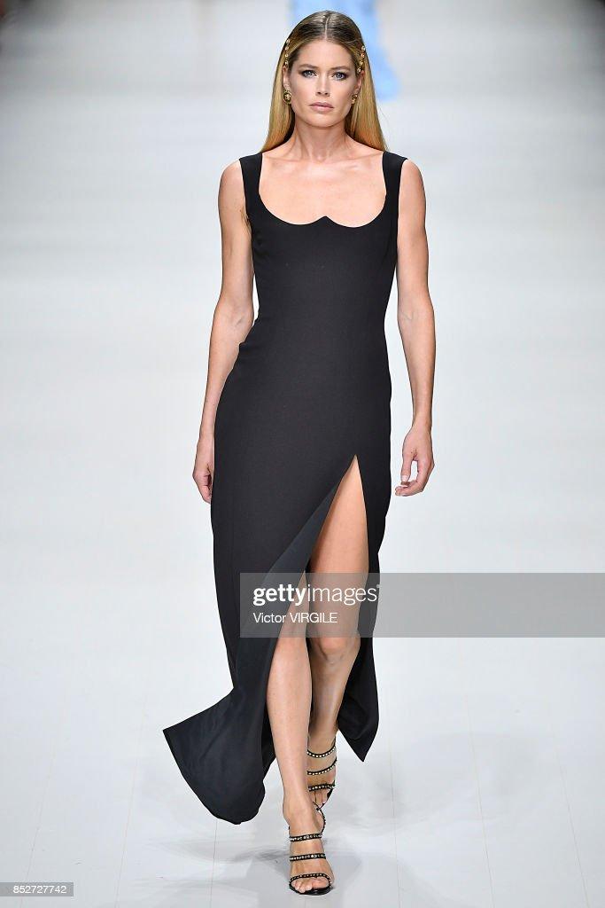 Versace - Runway - Milan Fashion Week Spring/Summer 2018 : ニュース写真