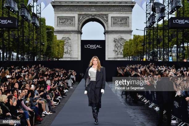 Doutzen Kroes walks the runway during Le Defile L'Oreal Paris as part of Paris Fashion Week Womenswear Spring/Summer 2018 at Avenue Des Champs...