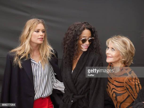 Doutzen Kroes Winnie Harlow and Jane Fonda backstage prior Le Defile L'Oreal Paris as part of Paris Fashion Week Womenswear Spring/Summer 2018 at...