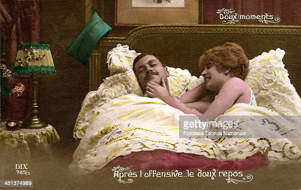 'Doux moments/Après l'offensivele doux repos' For the soldier who hopes to return home discharged from the war a romantic scene in conjugal bed...