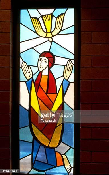 dove of pentecost descending - pinksteren stockfoto's en -beelden