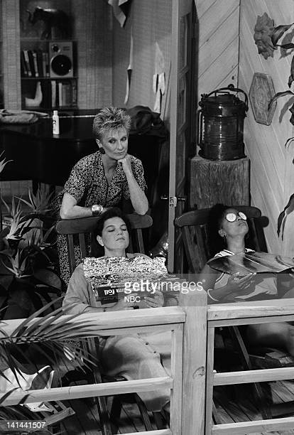 LIFE 'Down and Out in Malibu Part 2' Episode 2 Pictured Cloris Leachman as Beverly Ann Stickle Mindy Cohn as Natalie Letisha Sage Green Kim Fields as...