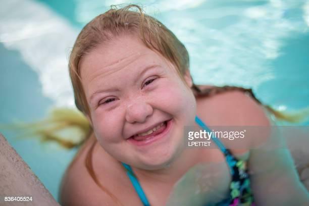 ダウン症の女の子スイミング