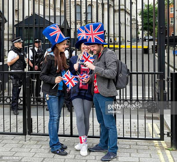 downing street gates with tourists and police - editorial stock pictures, royalty-free photos & images