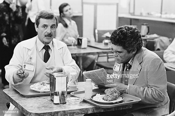 ST ELSEWHERE Down's Syndrome Episode 3 Pictured William Daniels as Dr Mark Craig GW Bailey as Dr Hugh Beale