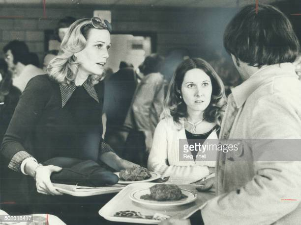 Downtoearth and enchantingly kooky actress Sally Kellerman took it into her head to fly into Toronto to chat with students at Sheridan College all on...