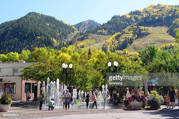 downtown aspen with kids playing fountain - aspen colorado stock pictures, royalty-free photos & images