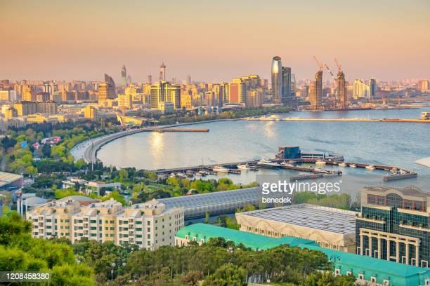 centro di baku azerbaigian al tramonto - azerbaigian foto e immagini stock