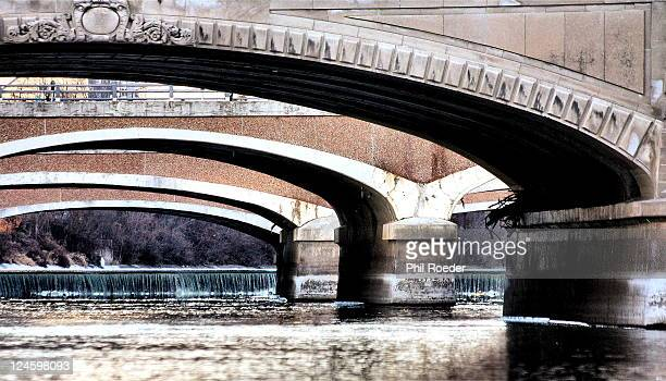 downtown bridges - des moines iowa stock pictures, royalty-free photos & images