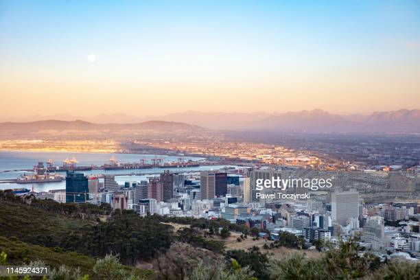 downtown cape town seen from the signal hill at sunset, south africa, november 22, 2018 - cape town stock pictures, royalty-free photos & images