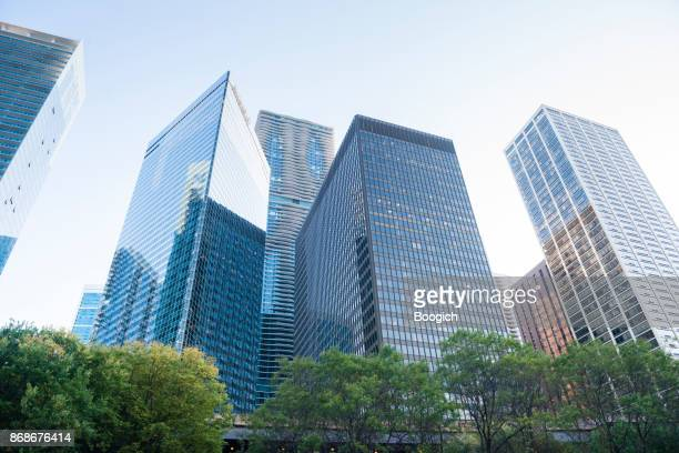 downtown chicago loop high rise architecture midwest usa - wacker drive stock photos and pictures