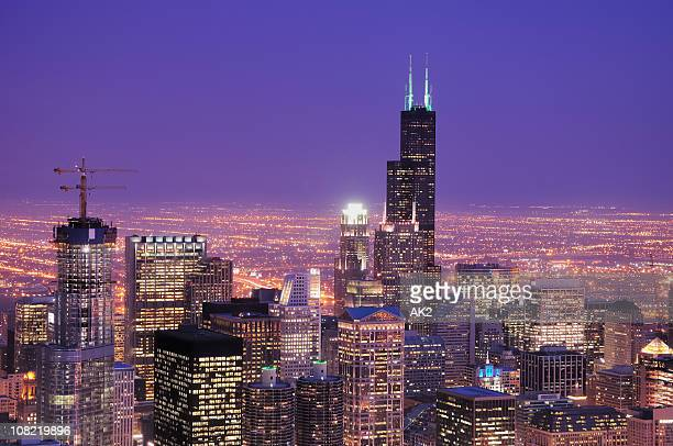 downtown chicago skyline at dusk - willis tower stock photos and pictures
