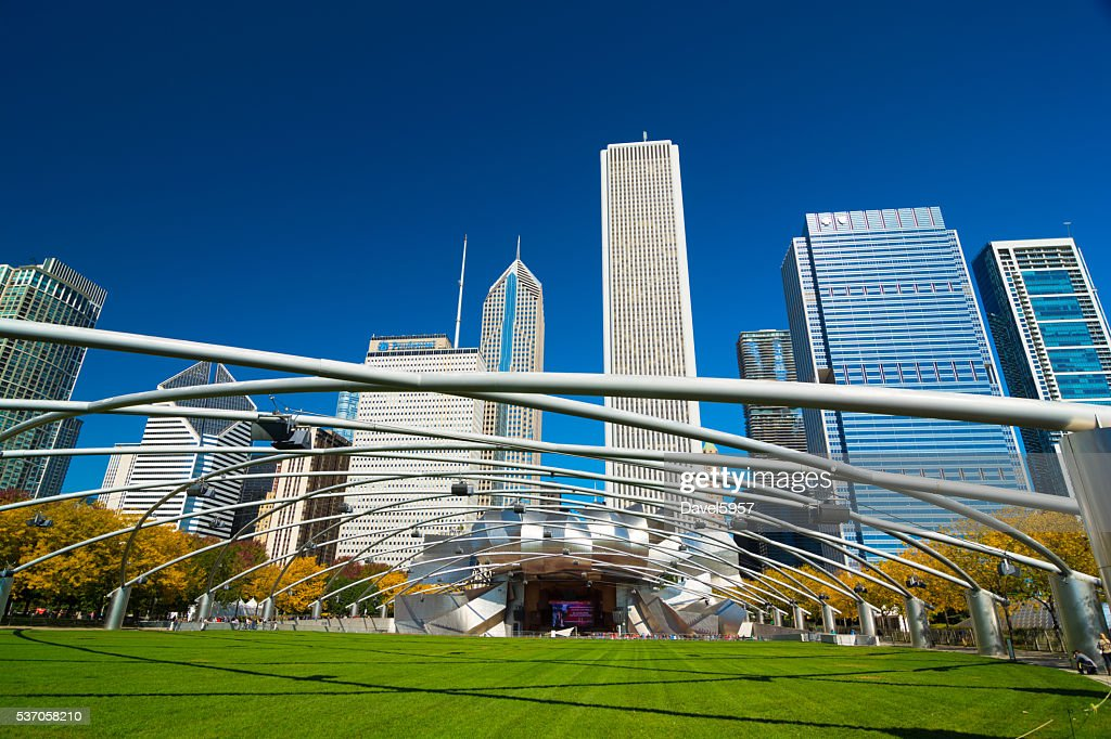 Downtown Chicago skyline with Jay Pritker Pavilion at Millenium Park : Stock Photo
