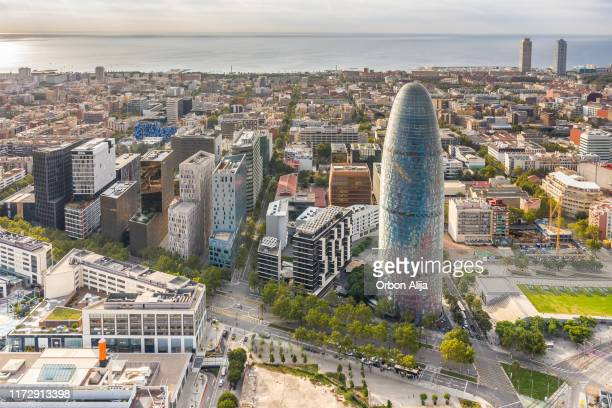 downtown city skyline - barcelona espanha imagens e fotografias de stock