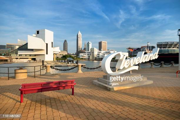 downtown cleveland city skyline in ohio usa - cleveland ohio stock pictures, royalty-free photos & images