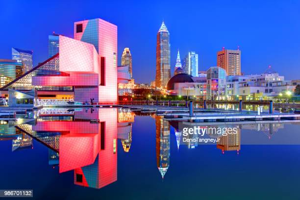 downtown cleveland ohio skyline - cleveland ohio stock photos and pictures