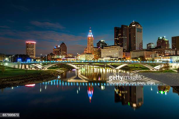 downtown columbus reflection - columbus ohio stock pictures, royalty-free photos & images