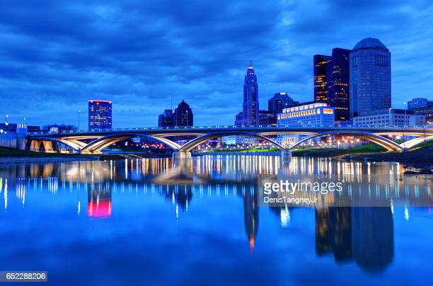 downtown columbus skyline - columbus ohio stock pictures, royalty-free photos & images
