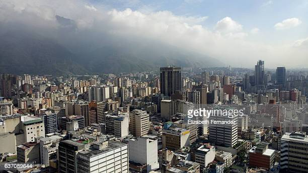 downtown district and skyline-caracas, venezuela - caracas fotografías e imágenes de stock