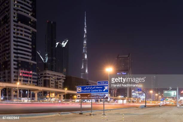 downtown dubai - stadtsilhouette stockfoto's en -beelden