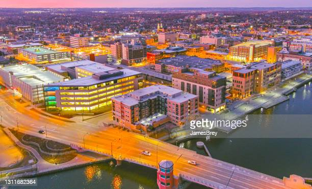 downtown green bay wisconsin city lights at twilight - green bay wisconsin imagens e fotografias de stock
