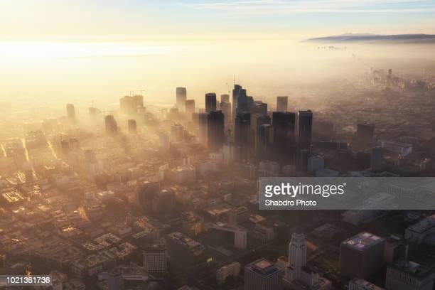 downtown haze view - los angeles photos et images de collection