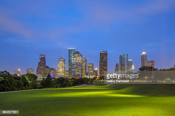 downtown houston texas skyline - houston texas fotografías e imágenes de stock