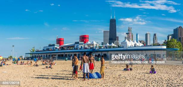 downtown, lincoln park, north avenue beach on lake michigan, the steam boat-shaped bar and the town - north avenue beach stock pictures, royalty-free photos & images