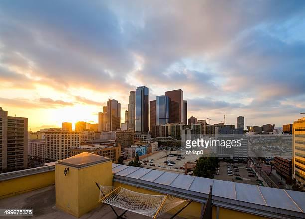 Der Innenstadt von Los Angeles bei Sonnenuntergang auf dem Dach