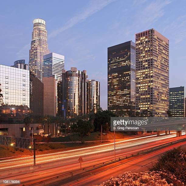downtown los angeles skyline at dusk - national landmark stock pictures, royalty-free photos & images