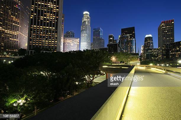 ロサンゼルスのダウンタウンの夜の街並み - カリフォルニア州ハリウッド ストックフォトと画像